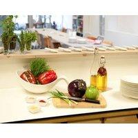 • Alle Kochzutaten und Utensilien inklusive • Gemeinsames Zubereiten eines 4-Gänge-Menüs • Gemeinsame Verkostung • Tipps und Tricks • Mineralwasser