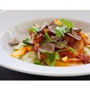 • Kochen eines 3-Gänge-Menüs • Gemeinsame Verkostung • Infos