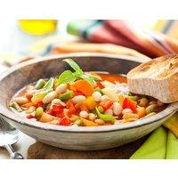 • Begrüßung der Teilnehmer mit einem Smoothie und 3 Sorten Fingerfood • Gemeinsames Kochen eines veganen 4-Gänge-Menüs • Alle Zutaten und Materialien inklusive • Gemeinsames Essen • Wasser